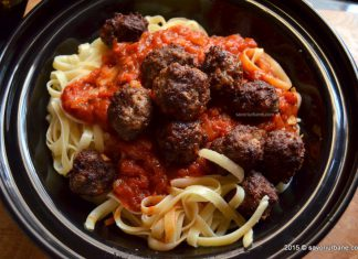 Paste cu sos si chiftelute Meat Balls