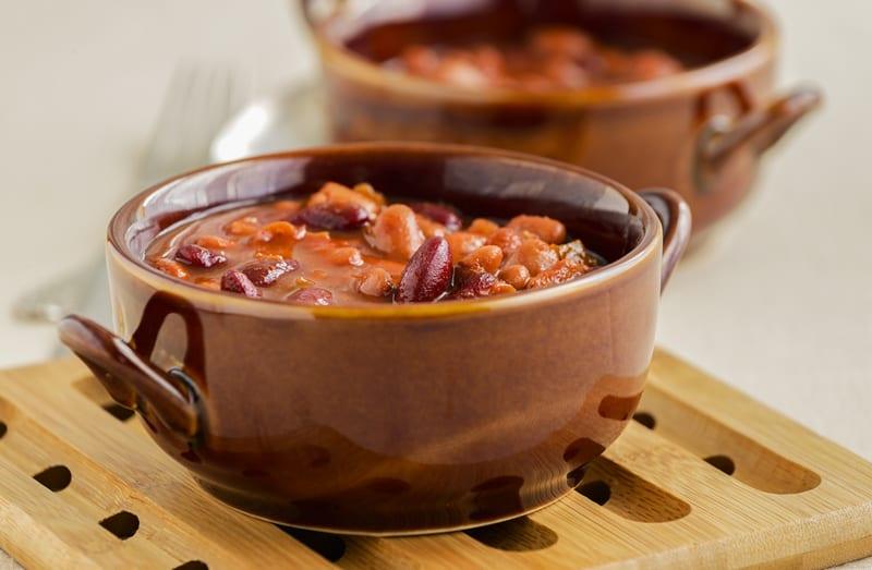 Iahnie de fasole reteta traditionala de post cu legume si sos de rosii cu usturoi savori urbane