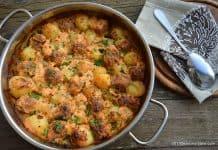 Chiftele la cuptor cu cartofi in sos de smantana Savori Urbane