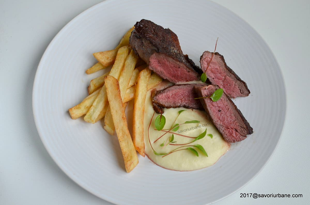 steak de vita la tigaie cu french fries si piure de telina