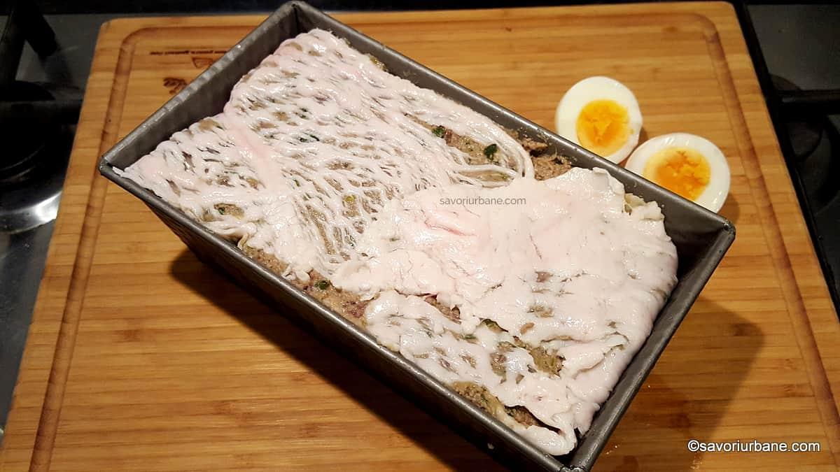 cum se pune drobul in tava cu oua fierte (2)