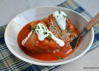 Ardei umpluți cu carne de pui și sos de roșii reteta pas cu pas savori urbane