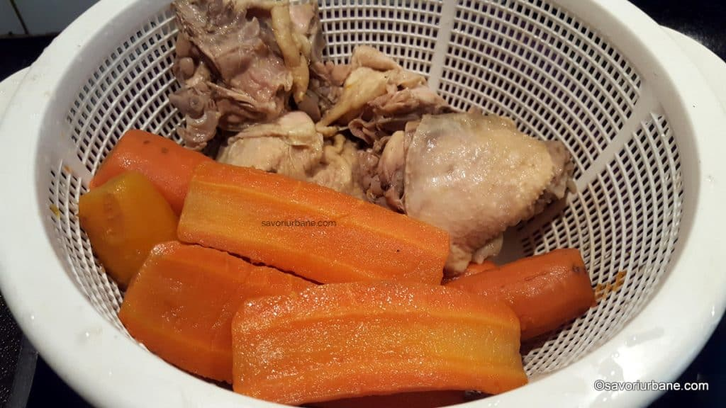 cum se strecoara supa de pui sau gaina pentru pilaf (1)