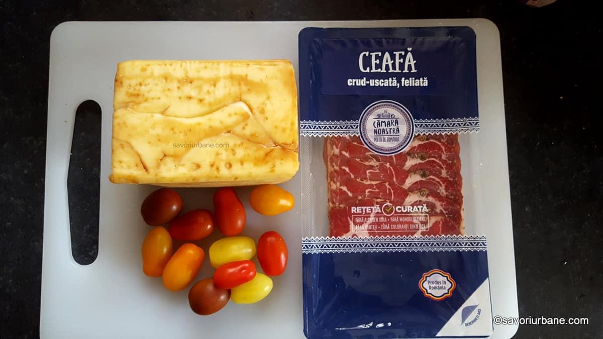 ingrediente scobitori aperitiv sau mini frigarui cu sunca cascaval afumat si rosii cherry sau struguri