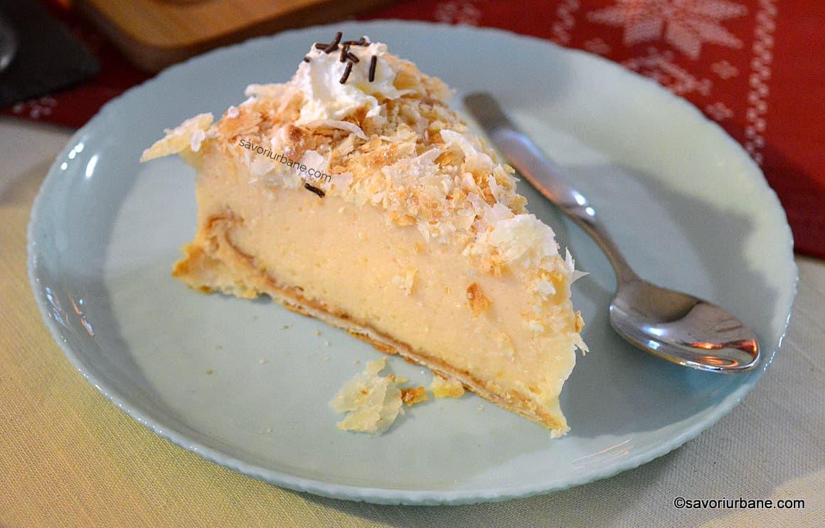 felie de tort cremșnit cremeș sau crempita
