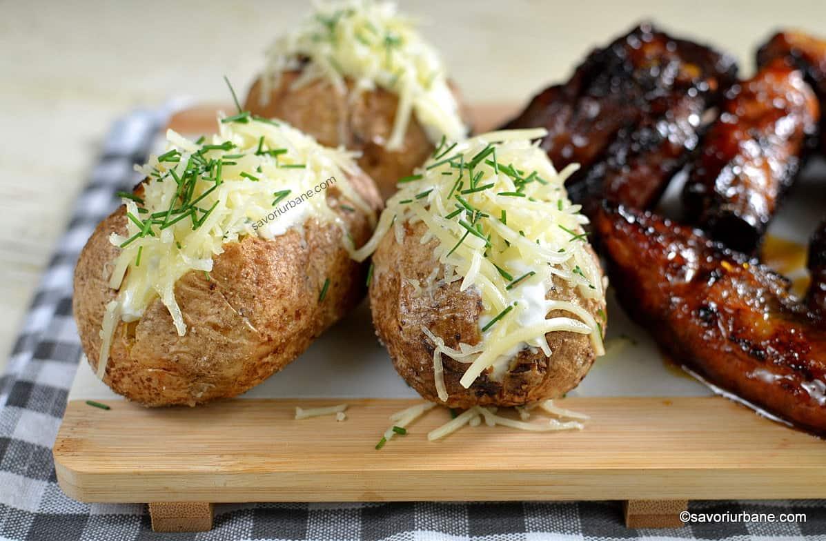 cei mai buni cartofi copti jack potatoes cu smantana si cascaval